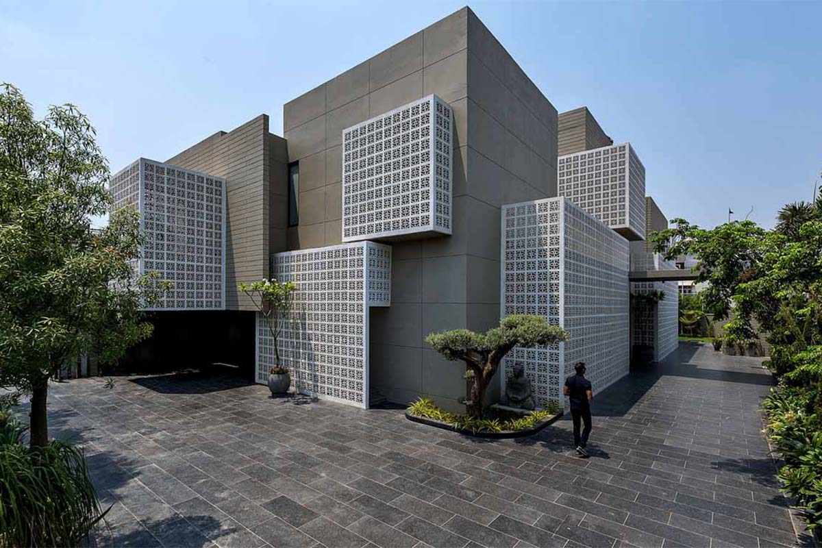 18 Screens Residence / Sanjay Puri Architects