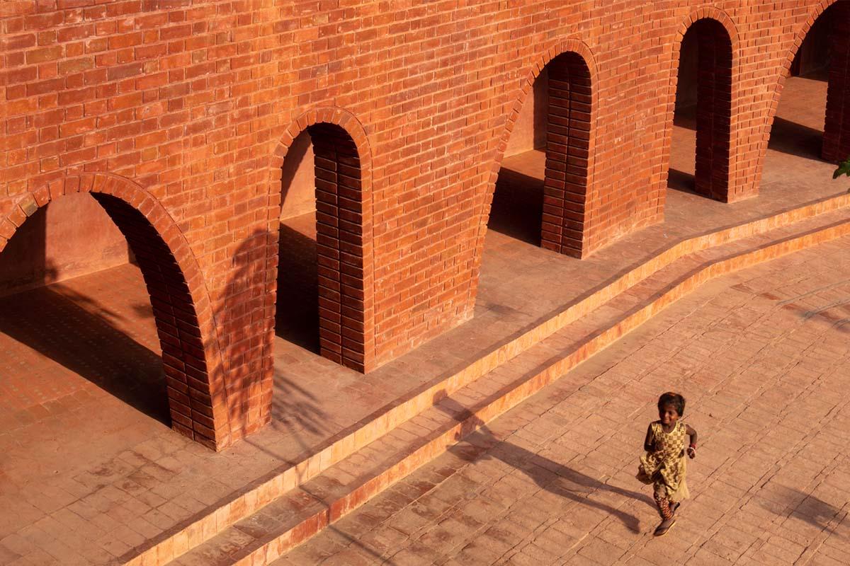 School of Dancing Arches / SRDA