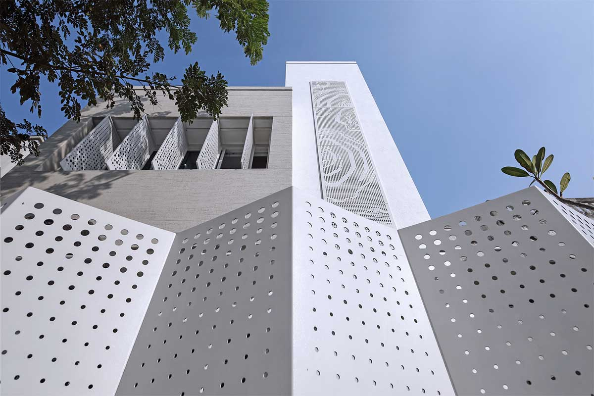 Arham House / Dipen Gada and Associates