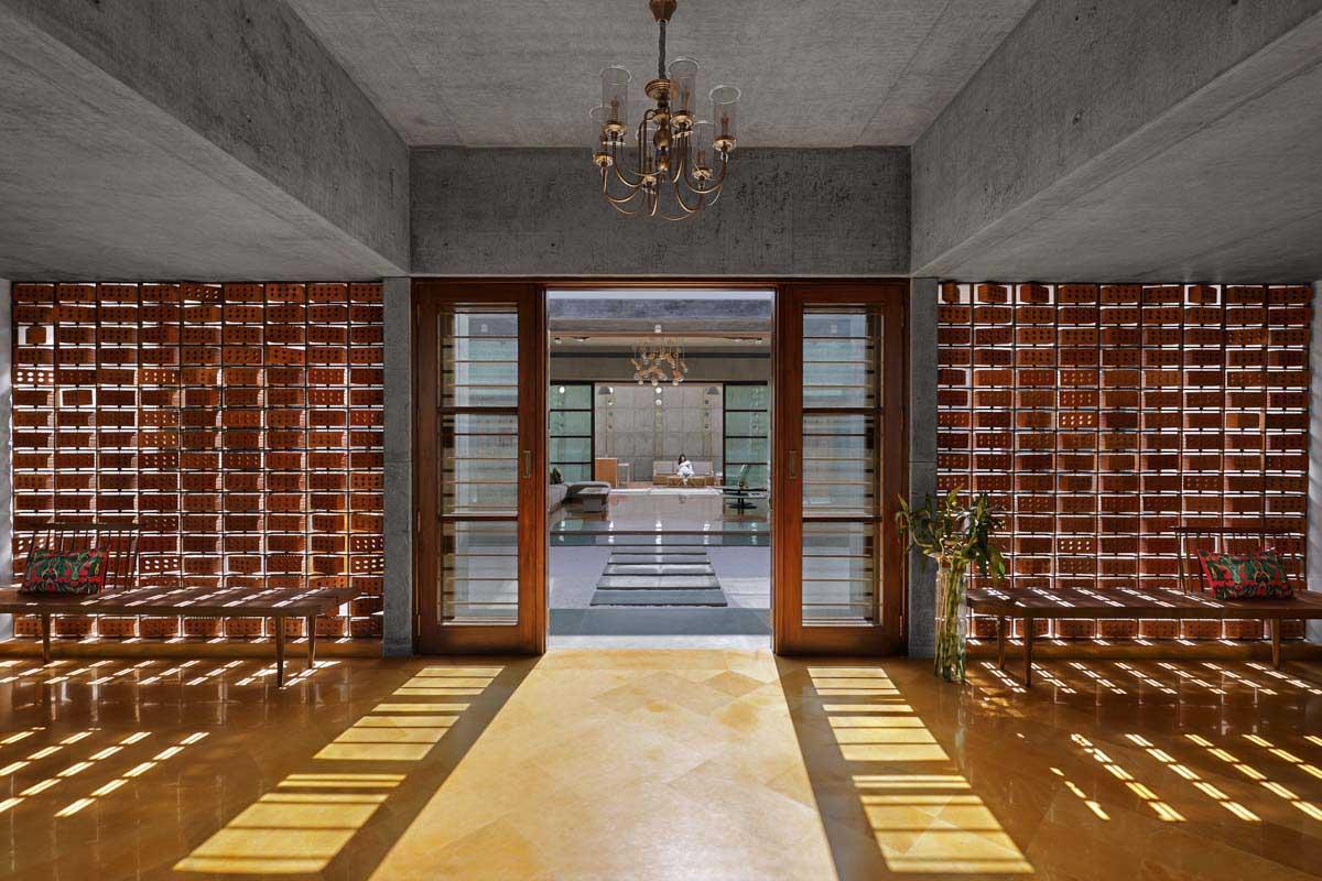 Dr Nene's Residence / Dipen Gada & Associates