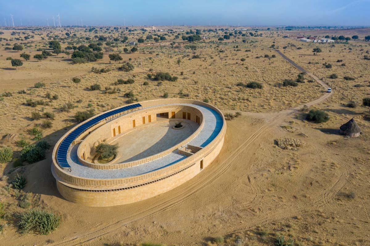 Rajkumari Ratnavati Girl's School / Diana Kellogg Architects