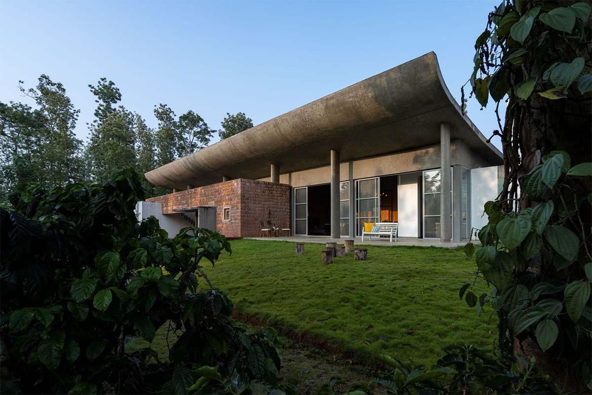 Ovoid House / Greyscale Design Studio