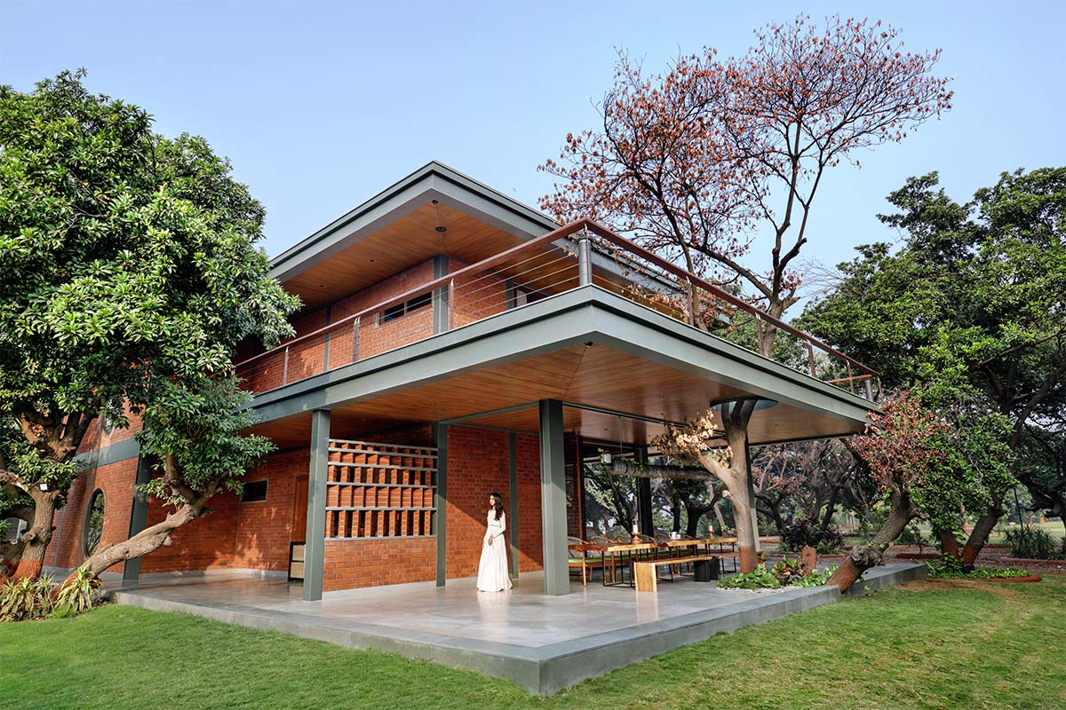 Nirmal Farmhouse / Dipen Gada & Associates
